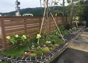花壇の植え替え&芝刈り作業