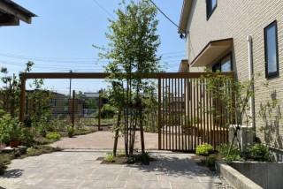 広い畑をおしゃれな家庭菜園とテラスにリフォーム!