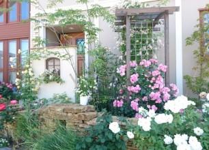 新潟市西区T様邸のバラの庭づくり おしゃれな南欧風デザイン