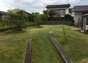 花壇の植え替え、芝刈り作業