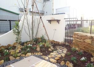加茂市のおしゃれな庭造り 主庭部