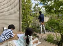 LIXILエクステリアコンテスト2020 エクステリアと家族の幸せ部門において新発田市G様邸の外構植栽工事でご家族でガーデンで過ごされているご様子の写真が「ニコニコ賞」を受賞しました。