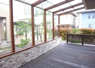 新潟市秋葉区T様邸の「ウッドデッキを補修して屋根付きテラスに大変身!」のご紹介&本日、全国施工コンテストの賞状、楯をいただきました(^^)