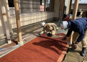 ゴムチップ舗装で園庭アプローチを施工しました! 阿賀野市外構工事
