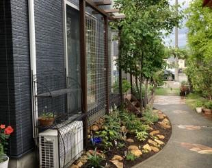 室内からもバラの香りと景色が楽しめるガーデンリフォーム 阿賀野市N様邸