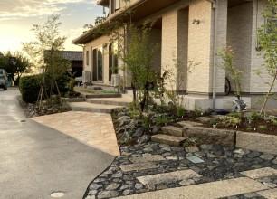 久々に石張りの夢を見ました。阿賀野市W様邸お庭改修工事も終盤