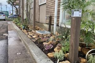 病院の花壇植栽。心潤うやさしいエントランス 新潟市 やまざき歯科医院様