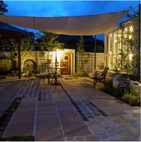 LIXILのガーデンルーム「暖蘭物語」より、 サンルームのある暮らしを表現。